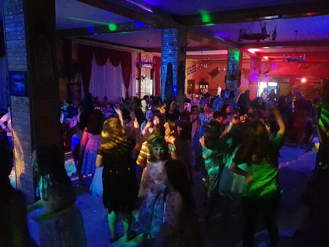 Distractie petreceri scolare arges transfagarasan restaurant cazare piscina activitati agrement