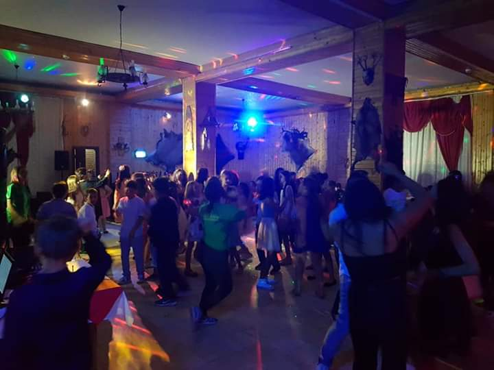 oferta banchete bancheturi scolare transfagarasan petrecere scolare incheiere an scolar bancheturi distractie
